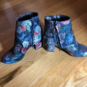 Floral Pattern Booties size 7.5